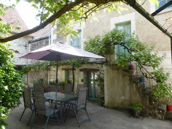 courtyard of Loire Valley holiday cottage vacation rental