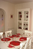 dining table Les Balcons holiday home in Le Grand-Pressigny France